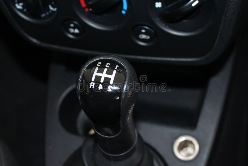 汽车变速杆 手工转移齿轮 汽车使换中档棍子 免版税库存图片