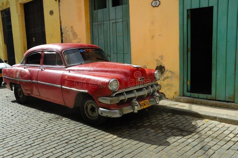 汽车古巴哈瓦那老停放的街道 库存照片