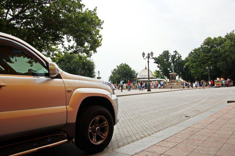 汽车和他们各种各样的零件特写镜头在傲德萨,乌克兰街道上  图库摄影