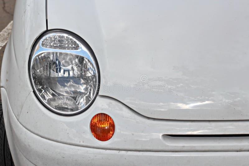 汽车和他们各种各样的零件特写镜头在傲德萨,乌克兰街道上  免版税库存照片