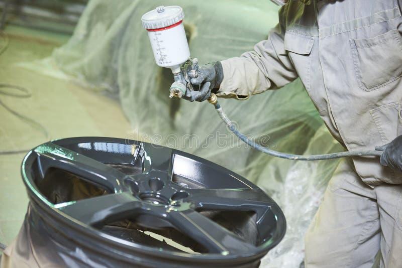 汽车圆盘恢复 绘有浪花的画家轻合金轮子 库存照片