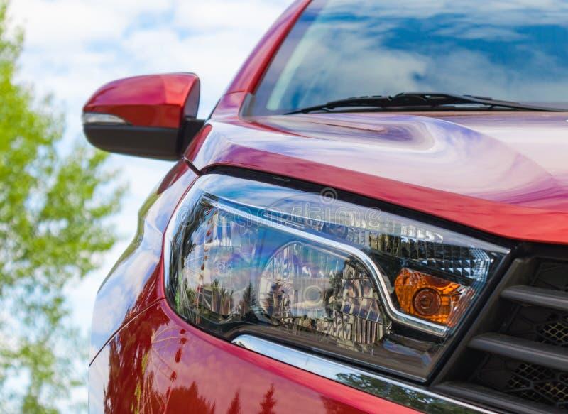 汽车在一辆红色汽车的车灯特写镜头 切博克萨雷,俄罗斯, 19/08/2018 免版税库存图片
