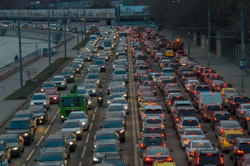 汽车在交通堵塞站立 免版税库存图片