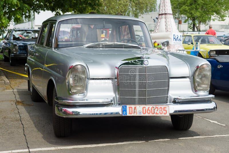 汽车奔驰车220 (W111) 免版税库存图片