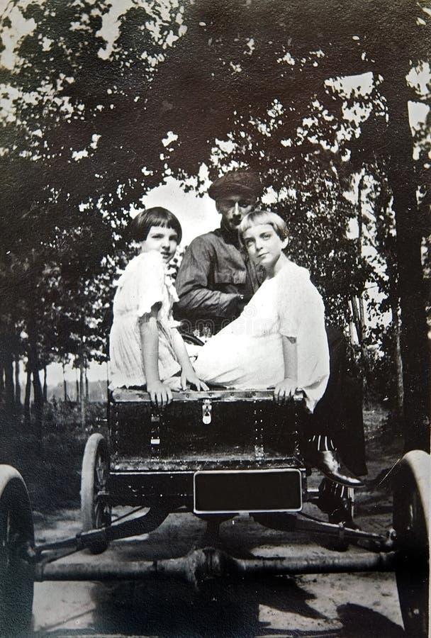 汽车女孩照片葡萄酒 库存照片