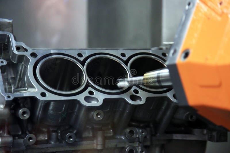 汽车引擎的生产 免版税库存照片