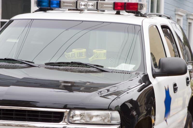 汽车接近的警察 免版税库存照片