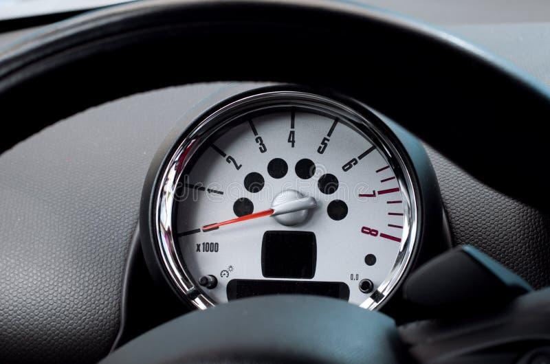 汽车方向盘和车头表 免版税库存照片