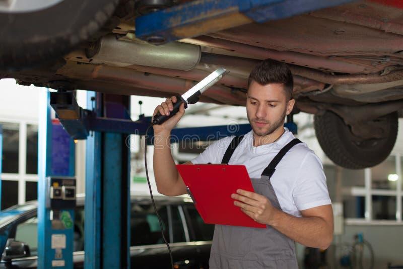 汽车机械师清单 库存图片
