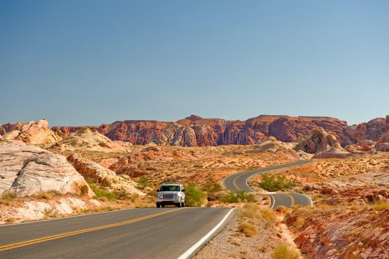 汽车沙漠高速公路 库存图片