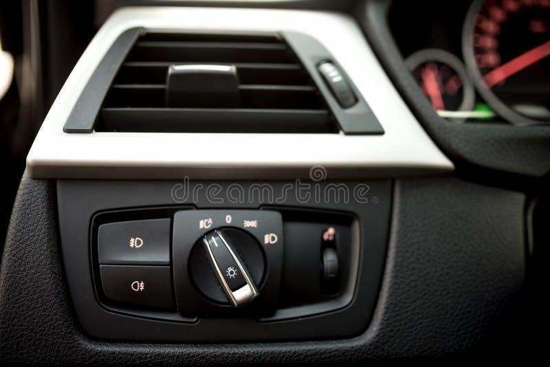 汽车现代内部和车灯的控制空调- 免版税图库摄影