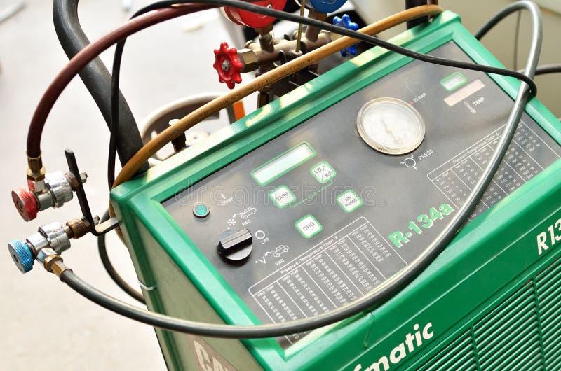 Download 汽车的冷却液系统 编辑类库存照片. 图片 包括有 管道, 系统, 对象, 工具, 自动, 技术, 连接, 服务 - 30328388