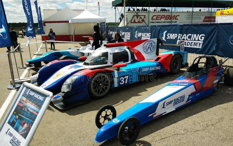 汽车的陈列阻力赛跑和SMP的 库存照片