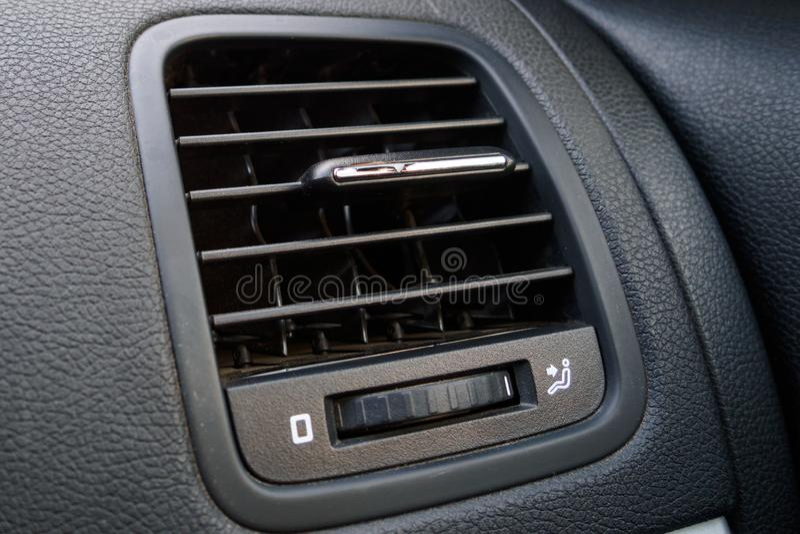 汽车空调特写镜头细节,在汽车的透气 图库摄影