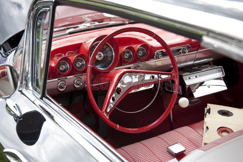 汽车经典红色方向盘 库存照片