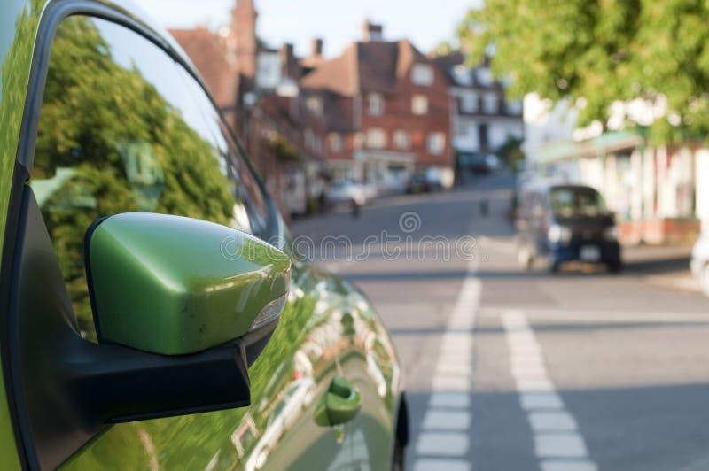 汽车绿色镜子 库存图片