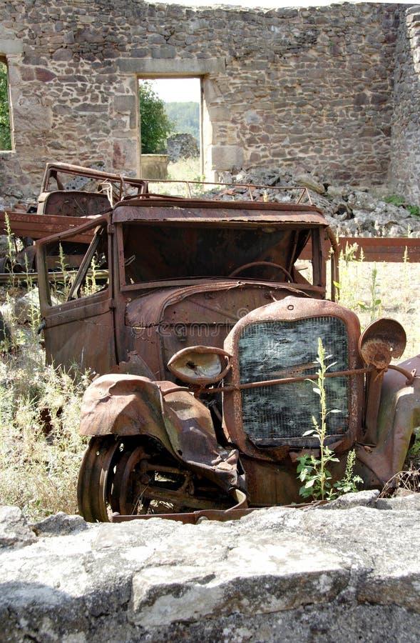 汽车老生锈的击毁 免版税库存图片