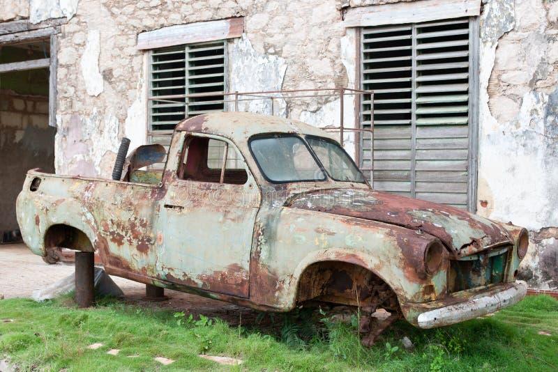 汽车老生锈的击毁 库存照片