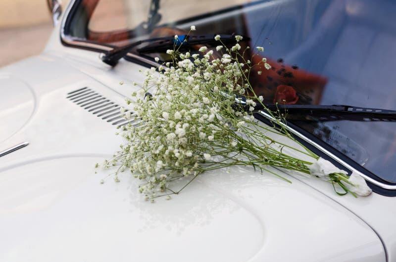 汽车装饰了花葡萄酒婚礼 图库摄影