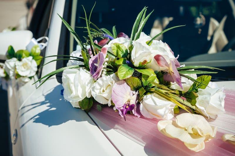 汽车装饰了花葡萄酒婚礼 库存照片