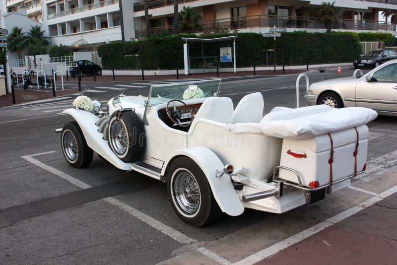 汽车装饰了花葡萄酒婚礼 免版税库存图片
