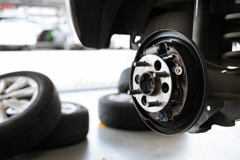 汽车轮箍停止&轴承在自动服务maintenanc的 库存图片