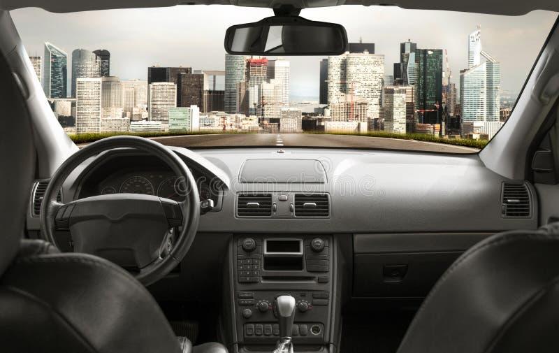 从汽车里边的路 免版税图库摄影