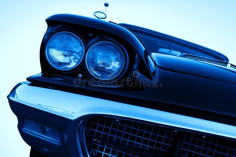 汽车铬车灯镀了葡萄酒 免版税库存图片