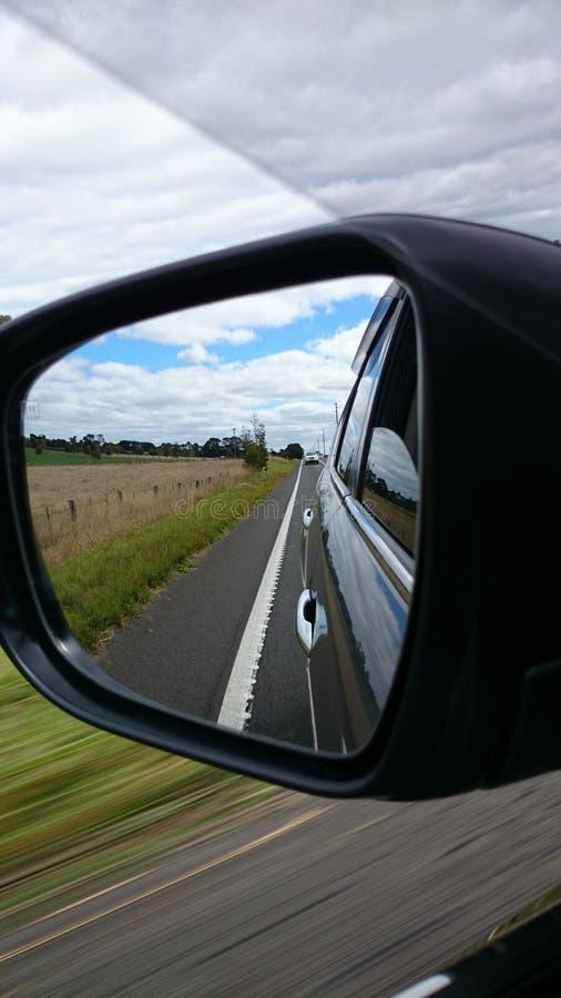 汽车镜子路侧视图 库存照片