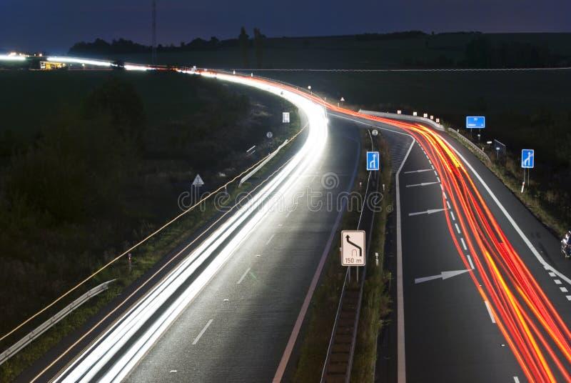 汽车高速公路灯光管制线晚上 免版税库存图片