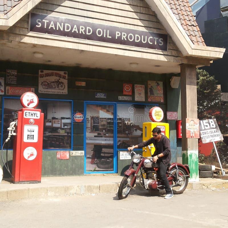 汽车结转您的加油站 图库摄影