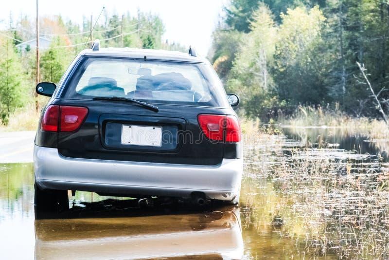 汽车黏附了,在水洪水后 图库摄影
