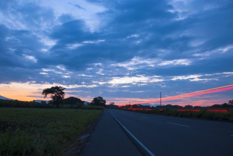 汽车speedingon高速公路,危地马拉,美国中部,速度汽车 图库摄影