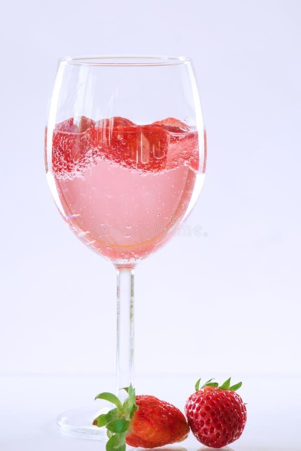 汽酒香槟和草莓 库存图片