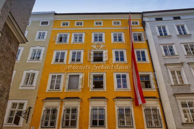 沃尔夫冈·阿马德乌斯·莫扎特在奥地利萨尔茨堡的出生地建筑 库存照片