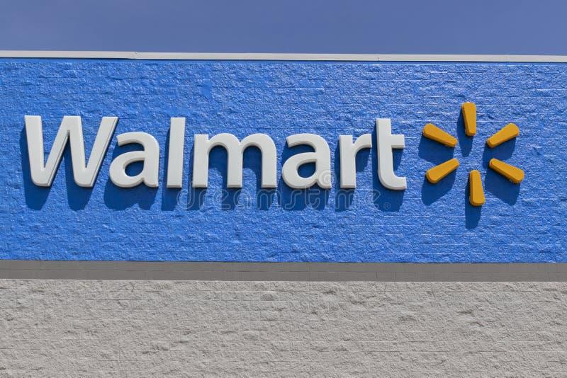 沃尔玛零售店 沃尔玛正在扩大其互联网和电子商务业务,以跟上竞争对手 免版税库存图片