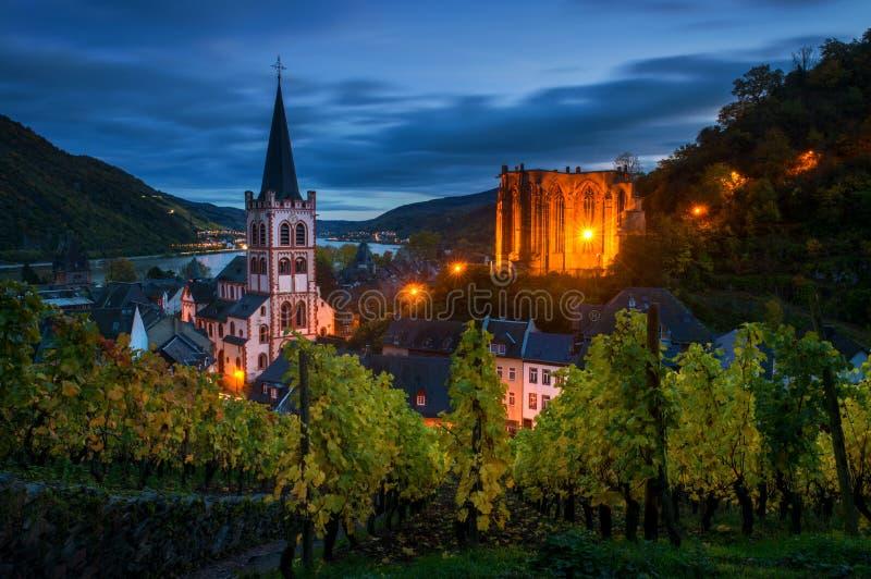 沃纳教堂圣皮特圣徒・彼得的教会和废墟在Oberwesel,德国 库存照片