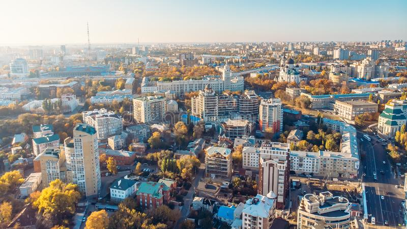沃罗涅日全景从上面,从寄生虫的鸟瞰图到欧洲城市在好日子 免版税库存照片