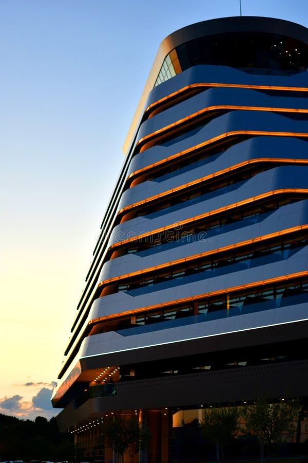 沃迪采,克罗地亚- 2019年5月24日:奥林匹亚天空旅馆,现代建筑学细节,tonned的深蓝 图库摄影