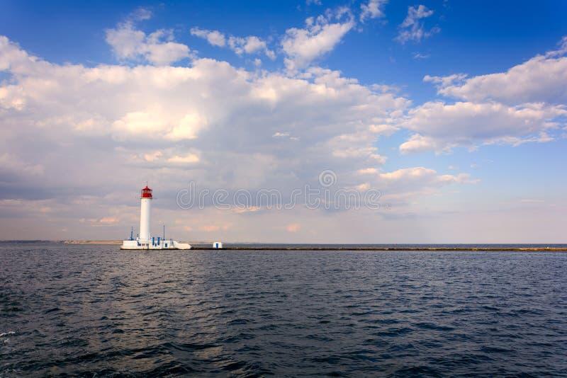 沃龙佐夫灯塔在傲德萨,乌克兰 在黑海的海景 库存图片