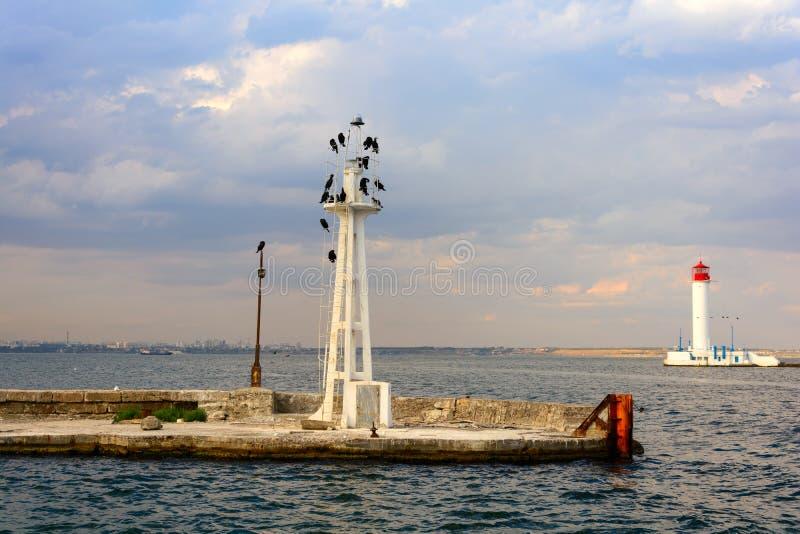 沃龙佐夫灯塔在傲德萨,乌克兰 在黑海的海景 库存照片
