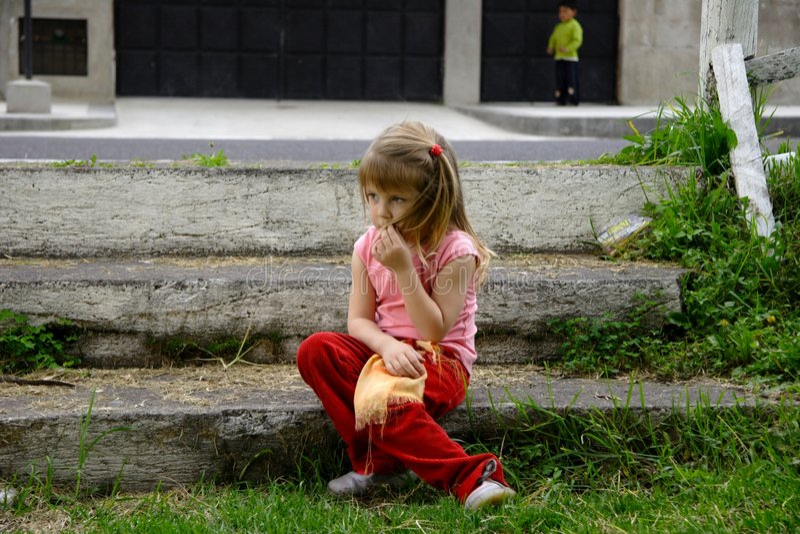 沉思的女孩 免版税图库摄影