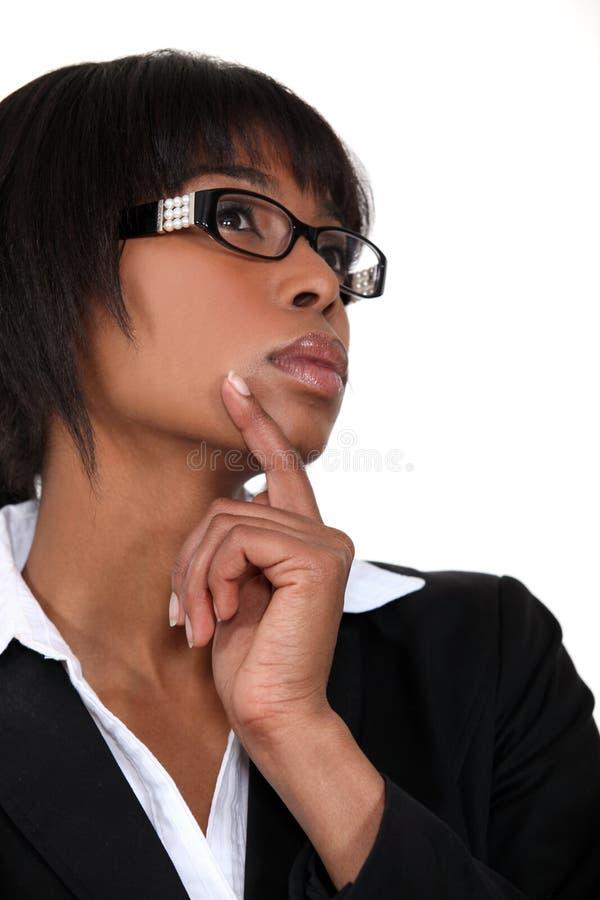 沉思黑人女实业家 免版税图库摄影