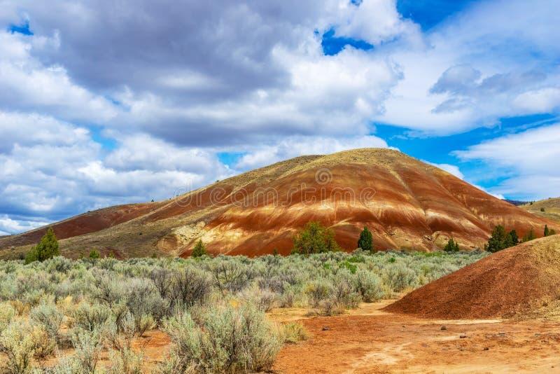 沉淀小山在被绘的小山沙漠 库存照片
