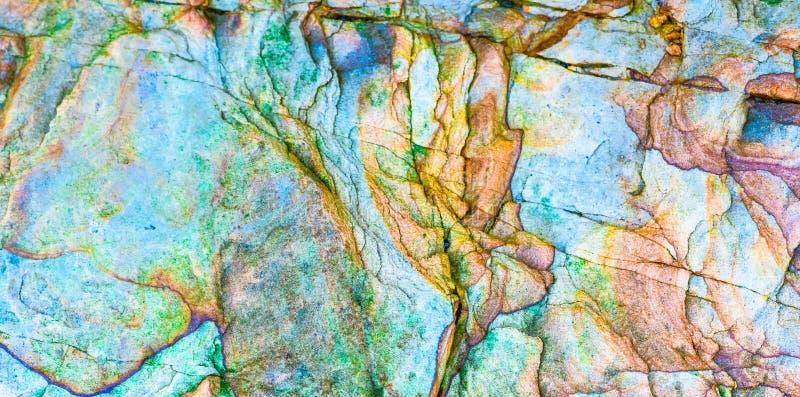 """沉积â€的储积形成的五颜六色的水成岩""""自然岩石层数背景、样式和纹理- 免版税库存图片"""