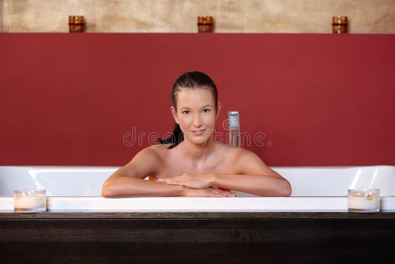 沐浴健康妇女年轻人 免版税库存图片