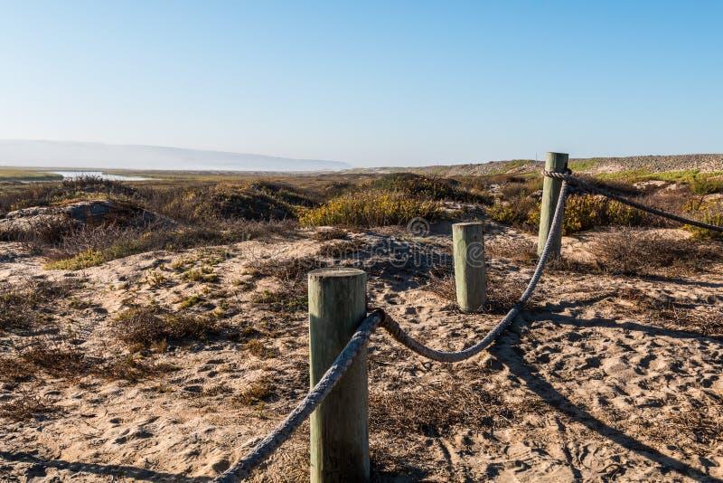 沙丘和绳索边界在港湾提华纳的河 免版税图库摄影