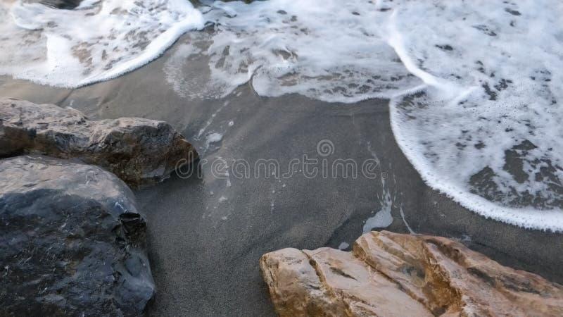 沙子、石头和水 库存图片