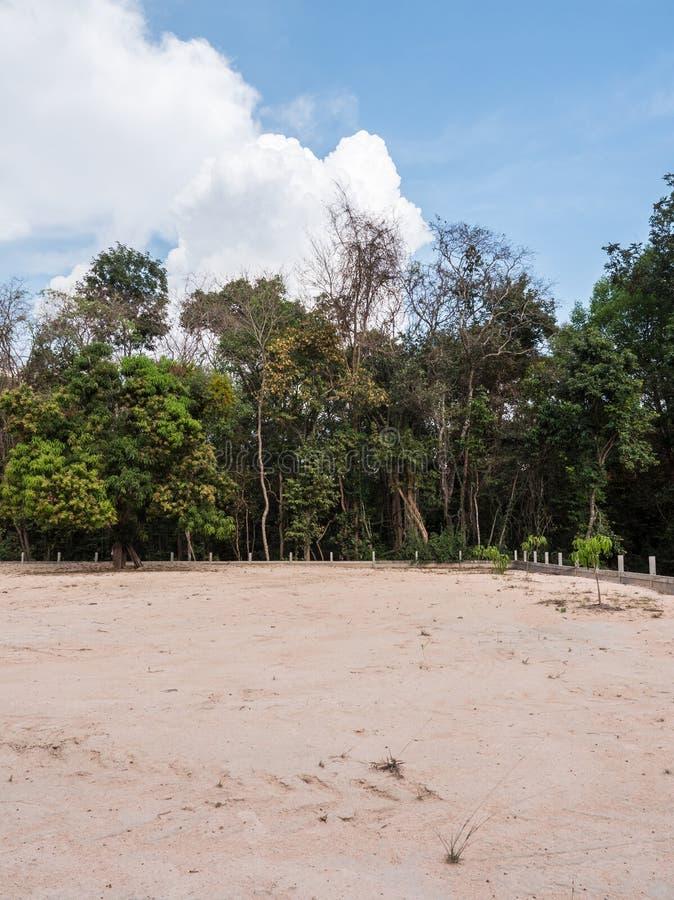 沙子地面变紧密为了准备能修建房子 免版税图库摄影
