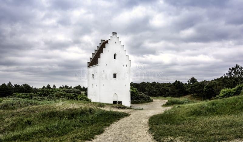 沙子被埋没的教会, Skagen,日德兰,丹麦 免版税库存图片